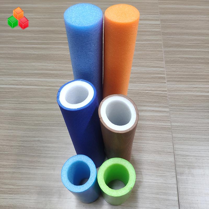 Specialformad logofärg supermjuka ihåliga skumrör PVC EVA EPE skumrör för inomhuslekutrustning / förpackning